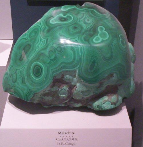 Малахит камень и его  свойства